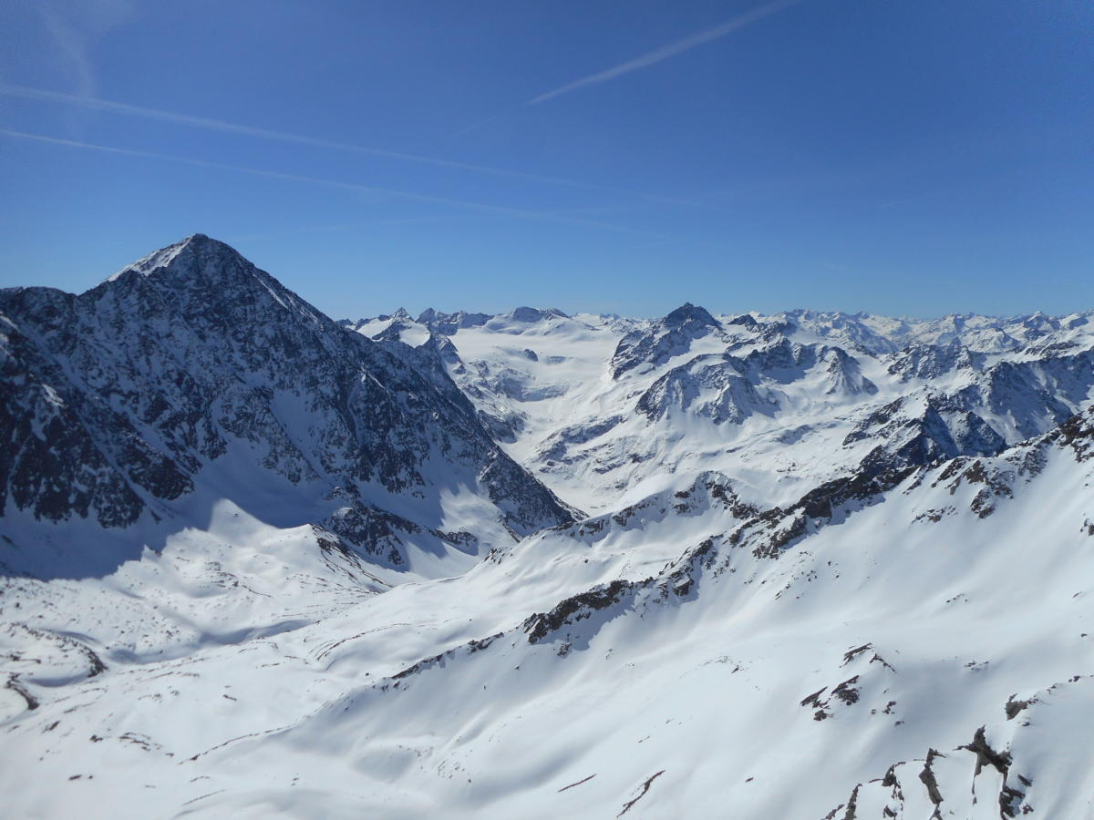 Pohled na Schrankogel z vrcholu Weisser Kogel